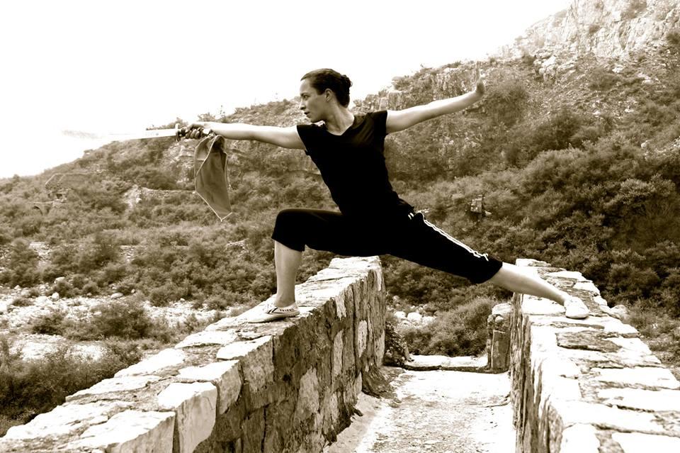 Plongée dans les arts martiaux et sports de combat,elle seforme au full contact auprès d'Albert Murcin et ponctuellement au kung fu en Chine auprès de Maître Yale Yuan, ancien moine shaolin.